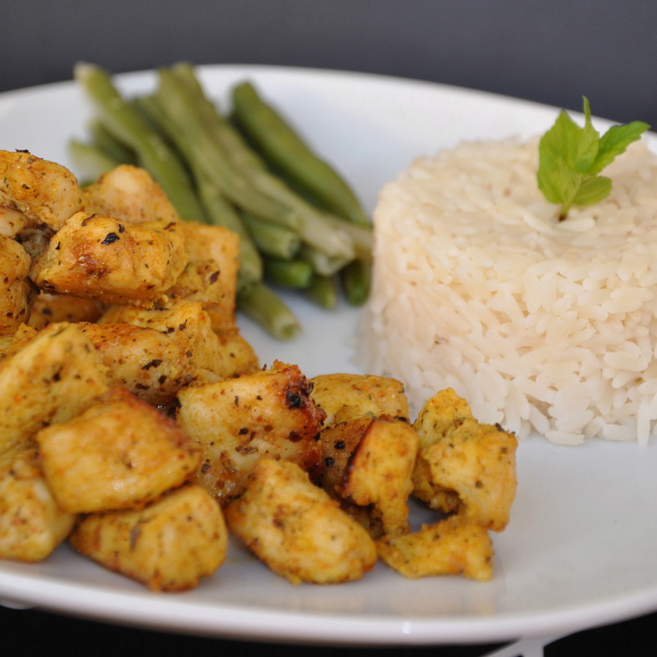 FoodShot #32: Chicken fillet in curry served with rice and long beans Preparation time: 30 minutes Serving: 253 g Calories: 315,5  Protein: 26,9 g Fat: 4,5 g Carbohydrates: 44,6 g Recipe