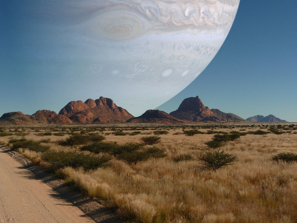 inebriatedpony:  whitneymckenzie:  If Jupiter was as close as our moon.  awesome.