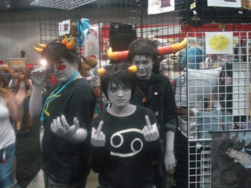superpankakes:  boacakes:  1/3 Homestuck cosplaysDay 02 I didn't care if they didn't have the props with them, I just took a picture That Meenah was the cutest asduahsudfhasoif   Found our Alpha group again! :B