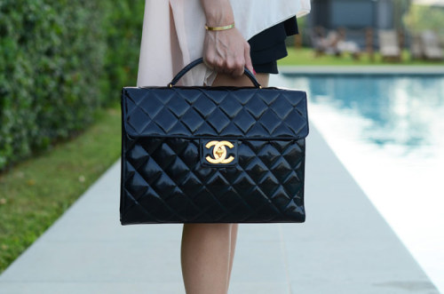 what-do-i-wear:  CHANEL VINTAGE BAG (image: theblondesalad)