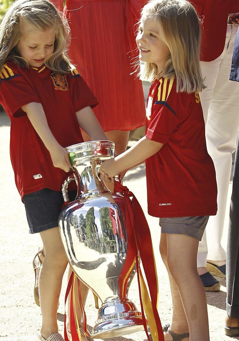 The Infantas Leonor and Sofía of Spain with the Euro 2012 Cup. July 2, 2012.