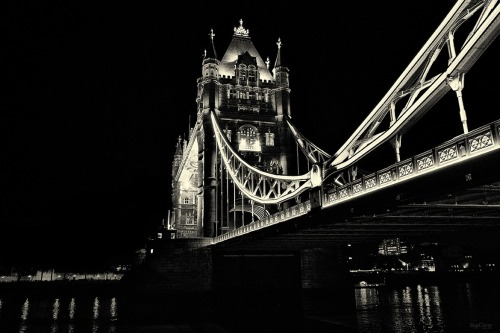 tower bridge by Hegel Jorge