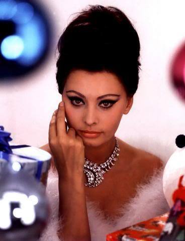 vintagechampagnefever:  Sophia Loren, looking every inch the Italian temptress
