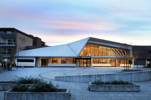 The new library in Vennesla comprises a library, a café, meeting places and administrative areas and links an existing community house and learning centre together. A main intention has also been to reduce the energy need for all three buildings through the infill concept and the use of high standard energy saving solutions in all new parts. A symbiosis of structure, technical infrastructure, furniture and interior in one architectonic element creates a strong spatial identity that meets the client's original intent to mark the city's cultural centre.
