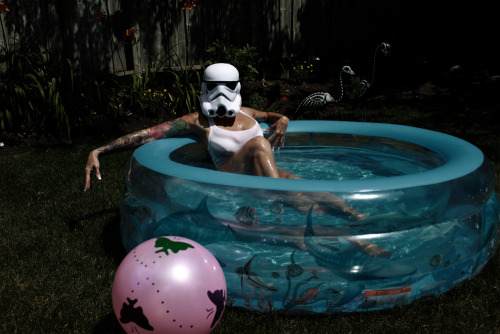 naomi-vonkreeps:  Just cooling my jets.~ Naomi VonKreeps by A Rebel Photography. See  more of me here! http://www.facebook.com/naomivonkreeps?ref=tn_tnmn