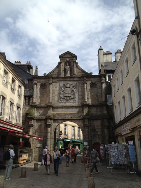 The porte leading to the port of Vannes.