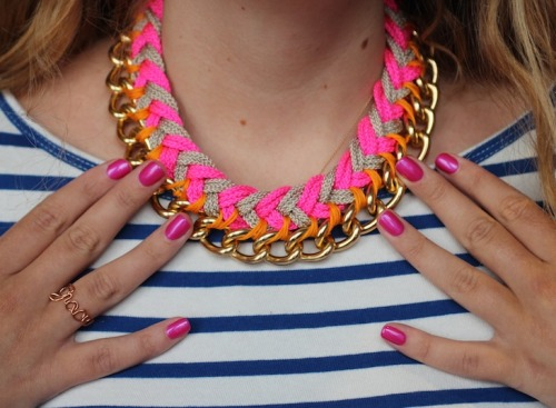 DIY Chevron Braid Chain Necklace Tutorial by stripes + sequins here. Well photographed and really easy to follow tutorial. *The one she made in red, white and blue is really pretty.