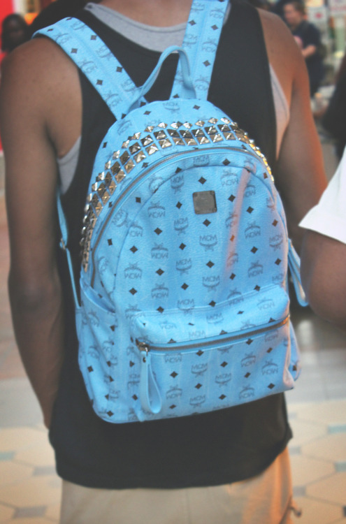itsurgirlagnes:  koolguyz:   I've never seen a blue McM bag so I HAD to take a picture! -KoolGuyz   Diggy has that backpack! :D it's ridiculous how much it costs though..