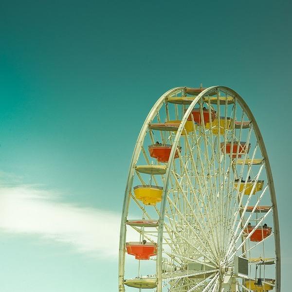 clubmonaco:   LA Ferris Wheel  Fly high this summer at a ferris wheel near you.