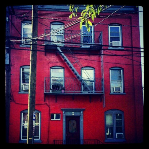 Nice paint job #house #newark #colors (Taken with Instagram)