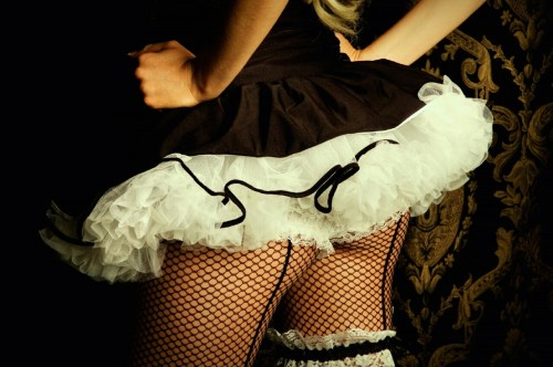 discretelycharming:  The skirt is just long enough to be a tease.  Oh how I want one. We all know I am a tease.