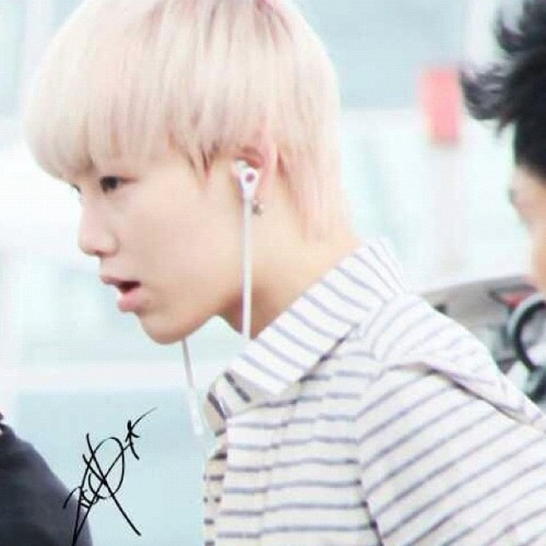 bapbrainboxingbangster:  zelo-bunny:  Oh my gosh does he never tan? ;___; Anewayzzzzzzzz. Time to go stalk him some moar. Ugh I love him too much. *rolls away* #zelo #bap (Taken with Instagram)  Oh dear lord, have you gone blond again? Who else has gone blond? Dear lord, my ovaries can't take all the blonde-ness again!