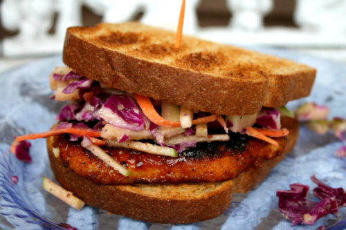 notanotherhealthyfoodblog:  BBQ Chick'n Sandwich with Apple Slaw [Vegan]  (click photo for recipe)