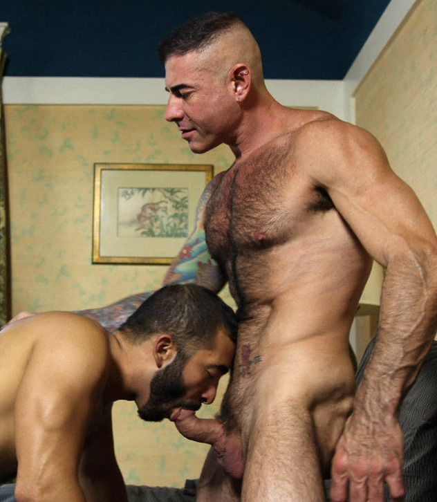 scofflawandscallawag:  Mike loves giving  Nick head