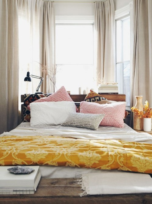 foxontherun:  (via Dwell / pretty bedroom)