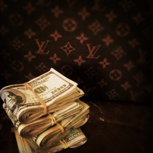 allmustbekind:  #Stacks #LV #dollaDollaBillsYall #StayGrindin  (Taken with Instagram)