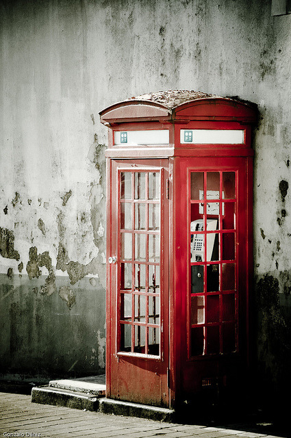 Oporto y sus cabinas de…teléfonos by Gonzalo Déniz on Flickr.