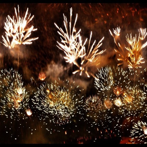 Fireworks! No, not the Katy Perry song! It's the New Year's Day fireworks over at the Marina Bay Watefront as seen from my hotel room. #gf_Singapore #instagrammers #statigram #instagramhub #Instamood #iphoneasia #sgig #igers #webstagram #sginstagram #instagramsg #gang_family #gf_daily #photooftheday #picoftheday #allshots #instawow #instagold #webstagram #ignation #instago #mobilephotography #instadaily #all_shots #instacool #gfoftheday #iphoneonly #iphoneography (Taken with Instagram)