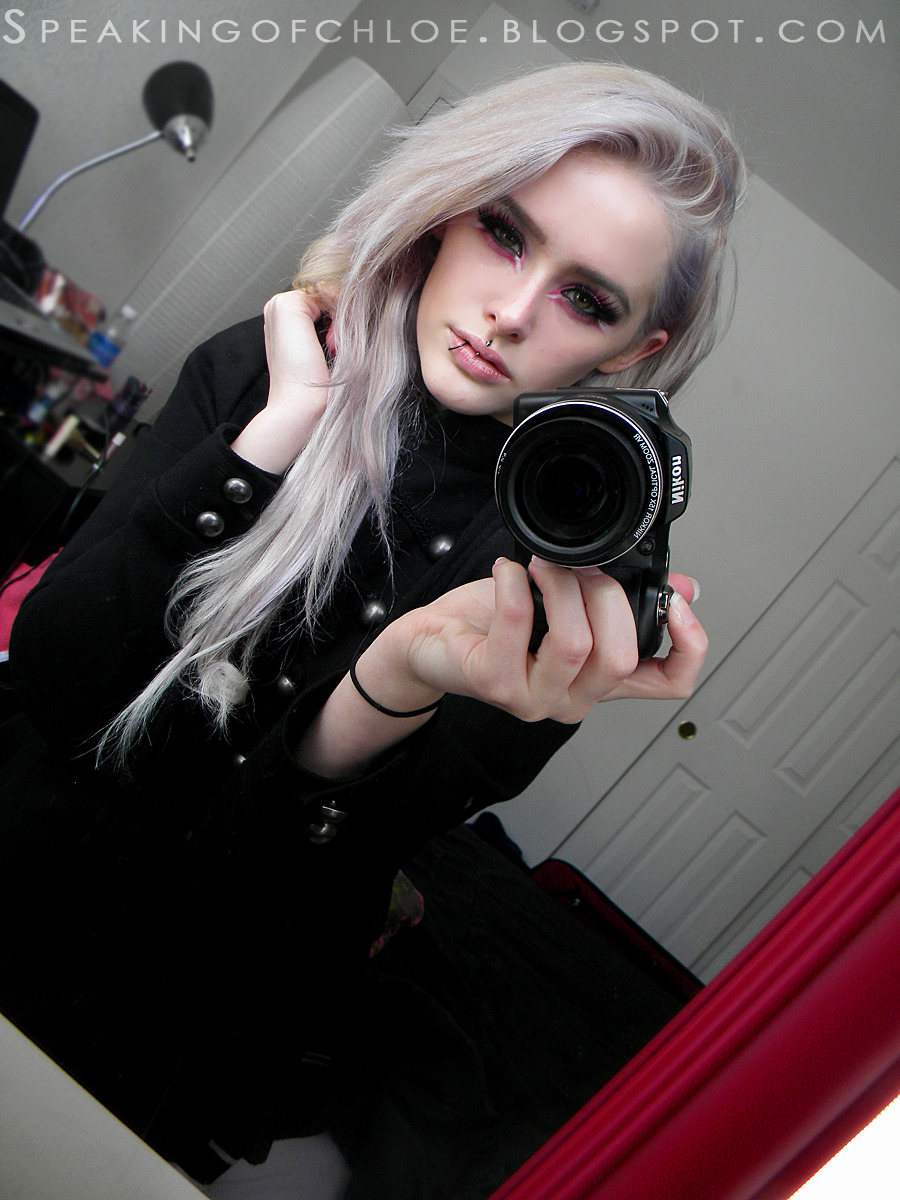 speakingofchloe:  My new white hair :) (I still have some green on the side of my head though, you just can't see it!)