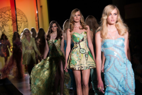 Alta Costura otoño/invierno Atelier Versace 2012/2013. click the picture to read the full history…