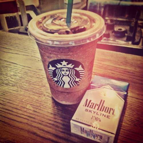 fires-in-july:  #hipster #starbucks #coffee #cig #marb #cigarette #marlboro #marlbotoskyline #skyline #marbskyline #summer #yum (Taken with Instagram at Starbucks)