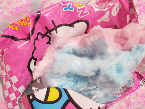 Hello Kitty and cotton candy?I just came.