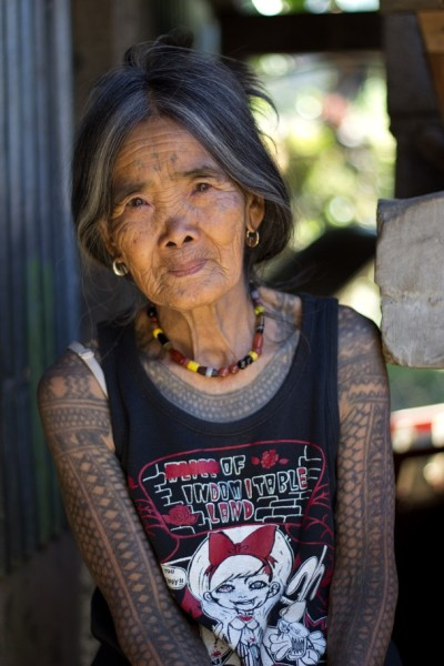 freudian-bitch:  The Last Kalinga Tattoo Artist Photo and caption by Michal Duchek A fascinating culture of the Igorot people brought me and my girlfriend to Kalinga. Head-hunting ceased decades ago, however, the motifs of Kalinga tattoos and the way they are being tattoed remains the same (charcoal and an orange thorn). We decided to visit this beautiful tribeswoman who is the last Kalinga tattoo artist. After a few days, long hours spent on buses and jeepneys, we were lucky to find a local guide Francis who brought us to Buscalan. We were overwhelmed how hospitable and friendly she is. Her natural beauty and her tattoo tempted me to ask her for a pose outside her dwelling. source: nationalgeographic.com