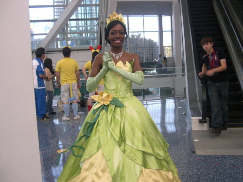 menshevixen:  cosplayingwhileblack:  The Princess, Where's the Frog by ~WildFantasy Character: Tiana Series:The Princess and the Frog  IT'S GREAT COSPLAY DAAAAAY    That is stunning.