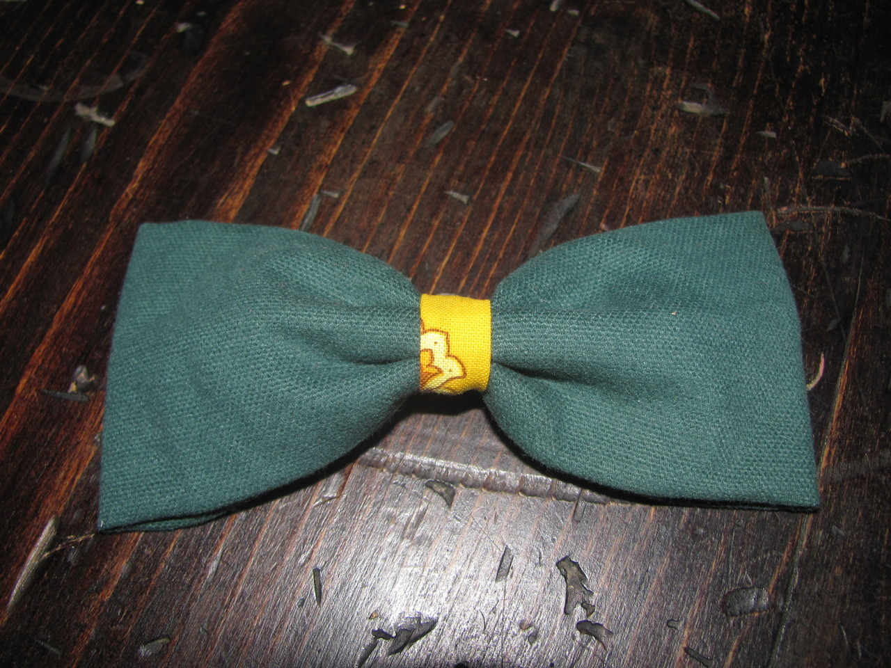 fashion-bows:   #.084 Forest green with yellow and blue pattern center Price for barrette/claw clasps: $5, without shipping. Price for bow tie: $6, without shipping. (shipping to be determined upon your whereabouts)  Any Questions? Just leave me questions or feedback in my ask box and I will get back to you ASAP!(: