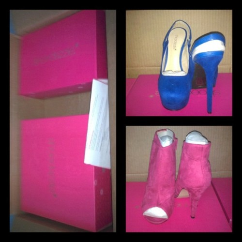 I FINALLY GOT MY SHOES! I'm soooo happy #Happy #Exited #Shoes #Heels #shoedazzle #pink #Blue #Sale  (Taken with Instagram)