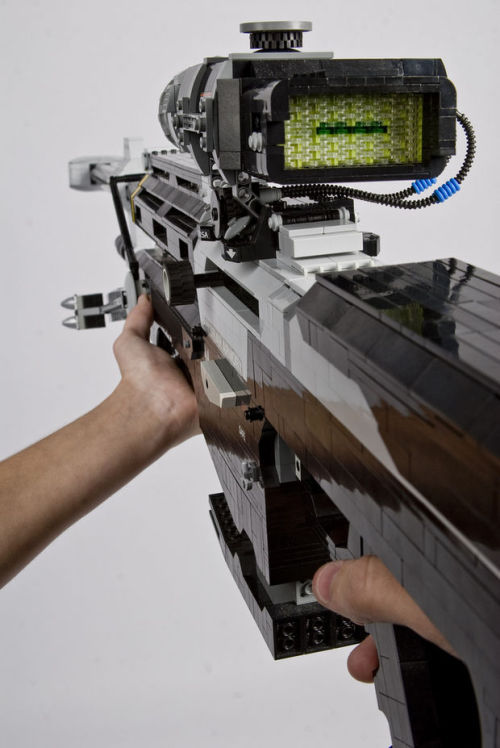 theawkwardgamer:  Halo Sniper Rifle made of legos (via Reddit)