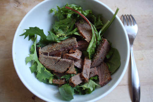 Simple Tri-Tip SaladOrganic spring mix, guacamole, Santa Maria tri-tip, black pepperBecause you know, we still have leftover tri-tip…