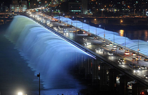 cornersoftheworld:  The Banpo Bridge in Seoul, South Korea