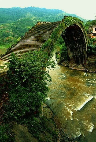 lalulutres:  Path Rainbow Bridge, China