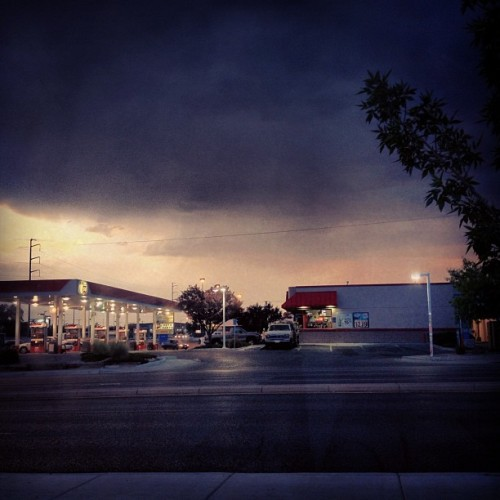 #Storm's movin' in!!! #thunder #lightning #scared #rain #dark #gasstation #death #nopower (Taken with Instagram)