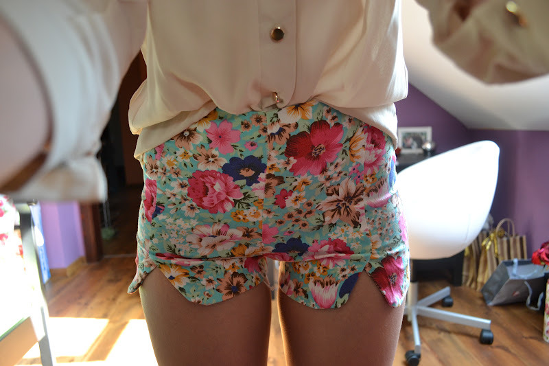 nettwerks:  I love those shorts 😍😍