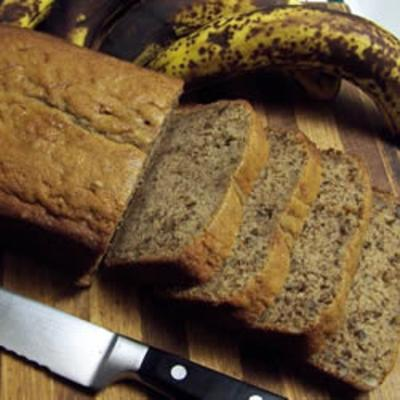 orangieporangiepuddingpie:  Banana Nut Bread Ingredients 2 1/2 cups white sugar 1 cup shortening 3 eggs 1 1/2 cups mashed bananas 3 cups all-purpose flour 1 1/4 cups buttermilk 1 1/2 teaspoons baking soda 1 1/2 teaspoons baking powder 1 teaspoon vanilla extract 1/2 cup chopped walnuts  Directions Preheat oven to 350 degrees F (175 degrees C). Cream together shortening and sugar.  Add eggs one at a time, beating well after each addition.  Mix in bananas, buttermilk, and vanilla.  Mix in flour, baking powder, and soda.  Stir in nuts if desired.  Pour batter into two greased 9x5 inch pans. Bake for 50 to 60 minutes in the preheated oven, or until a toothpick inserted into the center of the loaf comes out clean. Bon Appetit!