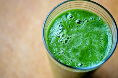 VEGAN DAILY JUICE:  Kale Pear Detox Smoothie