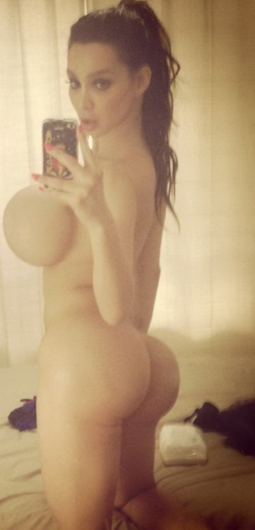 bustypics:  Bubble ass self shot of Amy Anderssen