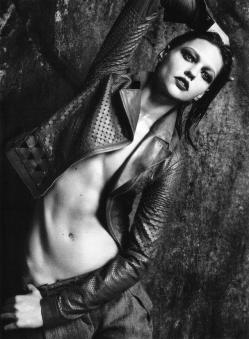 strangelycompelling:  Sasha Pivovarova by Mario Sorrenti- Vogue Italia SC | SC on Facebook