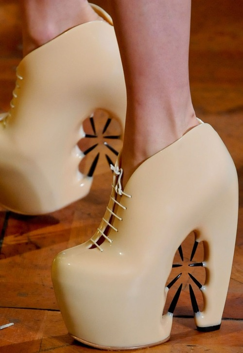 love!  monsieur-j:  Iris Van Herpen Fall 2012 Couture Shoes