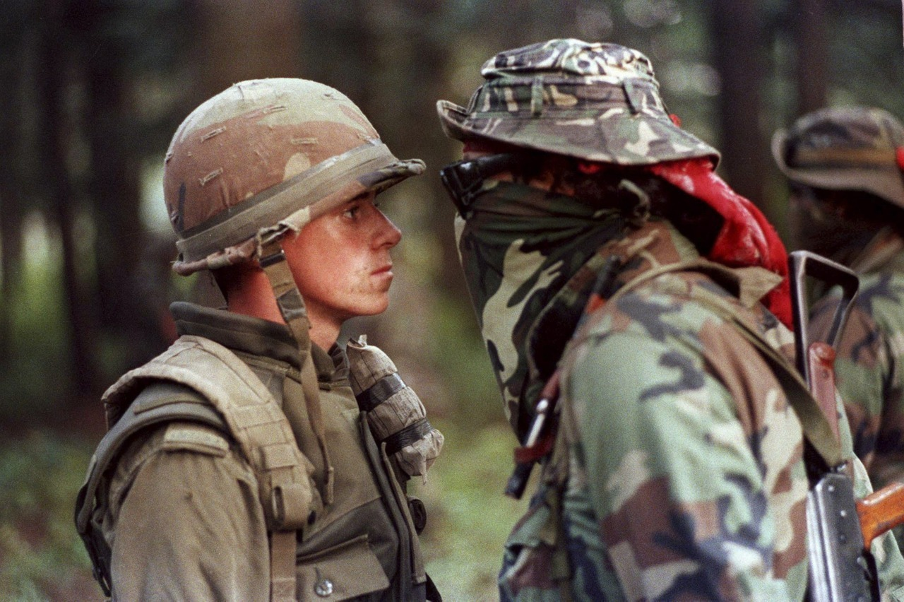 #Oka #Quebec Crisis 1990 #NDN man stares down young #Canadian #soldier