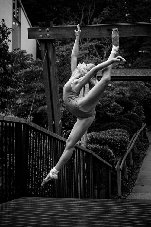 iphotolover:  (via Dancing girl | ThePhotoArt.org)