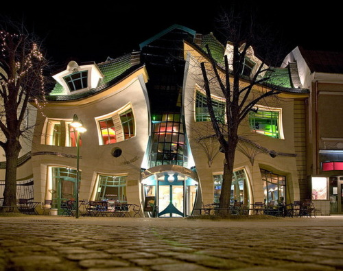 Crooked House by http://www.szotynscy.pl/