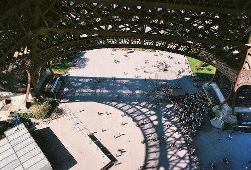 beautiful-0nes:  le tour eiffel | Flickr - Photo Sharing! on We Heart It. http://weheartit.com/entry/31747499