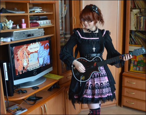 lucky-spiro:  Me^^ some fun pic Guitar Hero weekends with friends