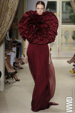 womensweardaily:  Giambattista Valli Fall Couture 2012  I absoluetly adore the flower. It definitely makes the dress.  It would be beautiful if the flower was removeable to turn into a purse or bag. Especially if the flower had touches of gold along the brim of the petals.