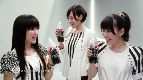 psps3:  perfume a-chan kashiyuka nocchi  OMG NO ONE IS LOOKING AT THE PESPI EXECPTYOU NOCCHI