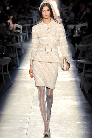 wear this to a power lunch. Chanel Fall/Winter 2012 Couture