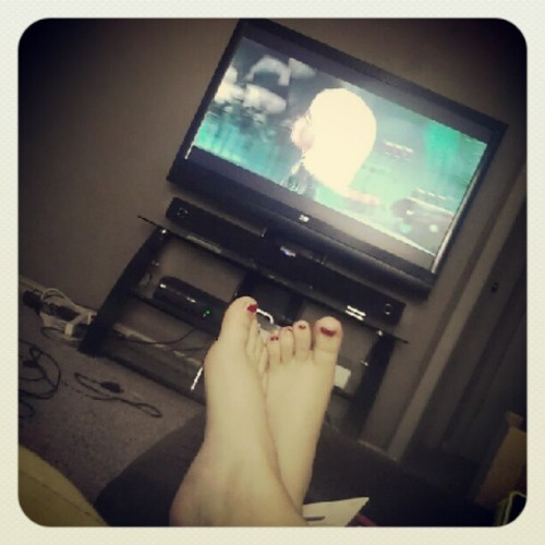 -getoffthebus:  Watching Monsters Vs. Aliens, alone. #bored #movie #xbox #monsters #aliens #feet (Taken with Instagram)